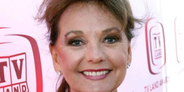 Dawn Wells dies at age 82 due to COVID 19. | Buzzenga