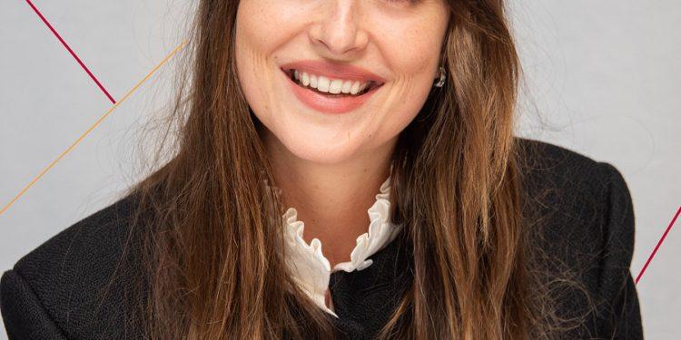 Dakota Johnson Admits She Suffered a Panic Attack.   Buzzenga