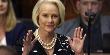 Arizona Republicans Attack Cindy McCain and GOP Governor | Buzzenga